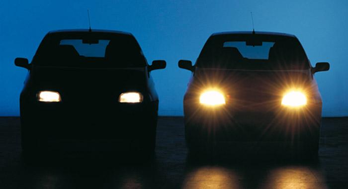 Resultado de imagen para luces altas carro