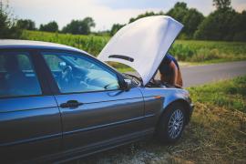 Haga una revisión básica de su auto antes de salir
